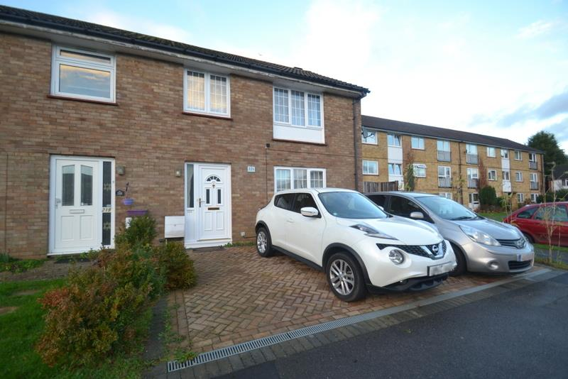 3 Bedrooms Semi Detached House for rent in Court Lodge Road, Horley